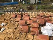 陶器瓦と葺き土の撤去