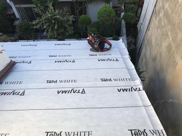 奈良市で下屋根にカラーベスト設置完成と雨樋の補修工事を施工