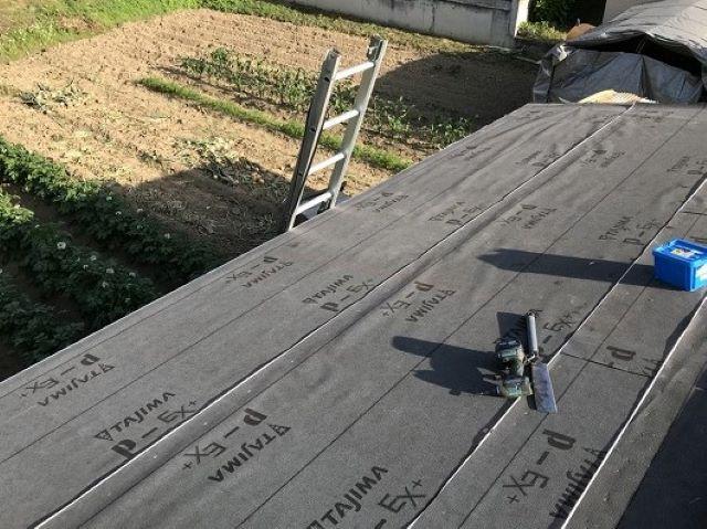 大和郡山市のトタン屋根に新しい防水紙設置