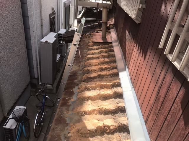下屋根の葺き替え解体