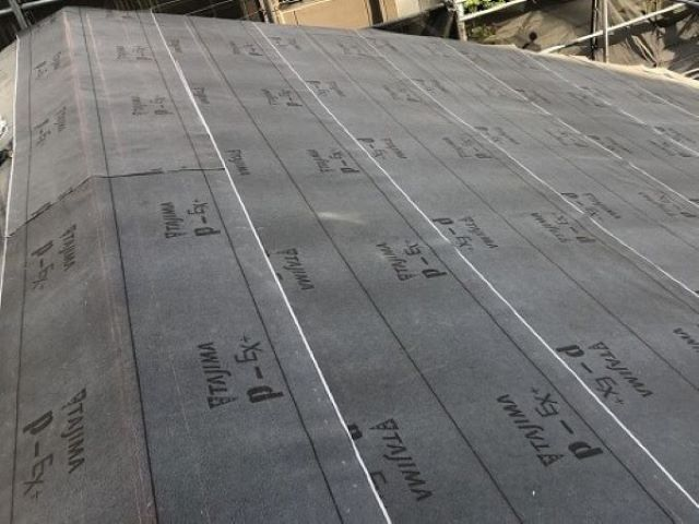 奈良市の複合屋根の防水紙設置