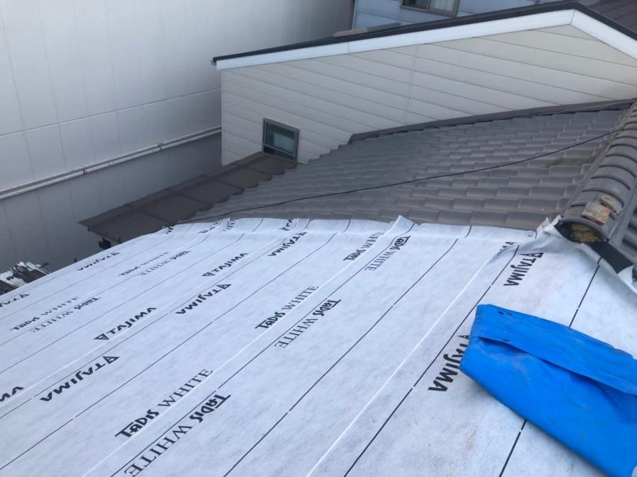 奈良市の切り妻屋根に下葺き材設置