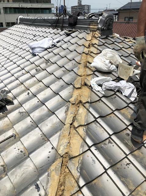 天理市 雨漏りの瓦屋根 棟瓦撤去
