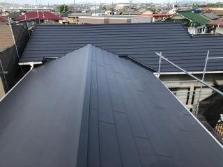 ガルテクトに葺き変わった屋根2棟