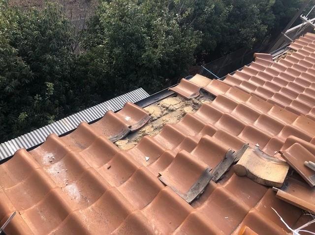 三宅町で軒先付近に多くの被害を起こした瓦屋根