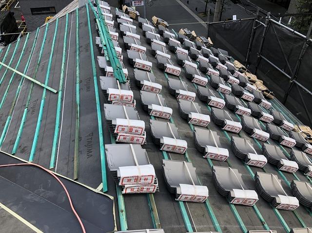 奈良市の複合屋根に瓦準備