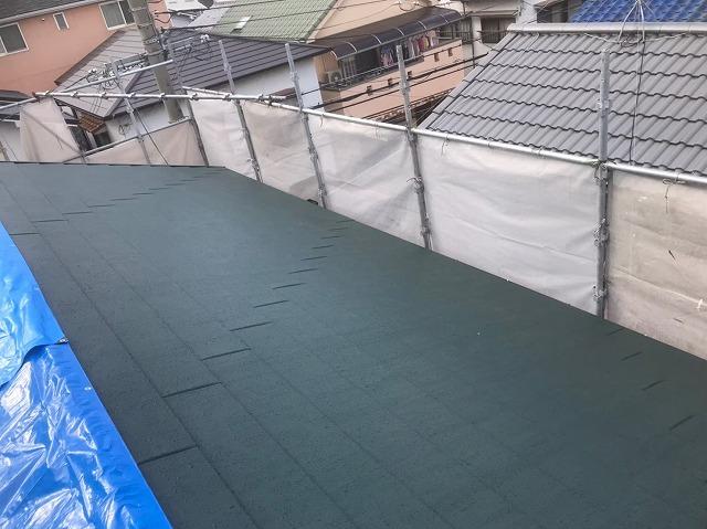 生駒市でスーパーガルテクト屋根材を乱葺き
