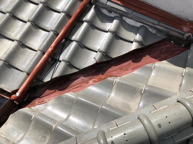 橿原市の瓦屋根の無料点検、塗装の剥がれた谷板金