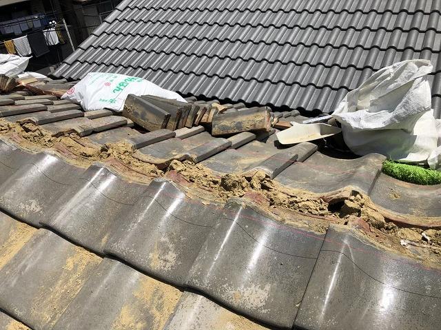 田原本町で雨漏りの瓦屋根の棟瓦撤去