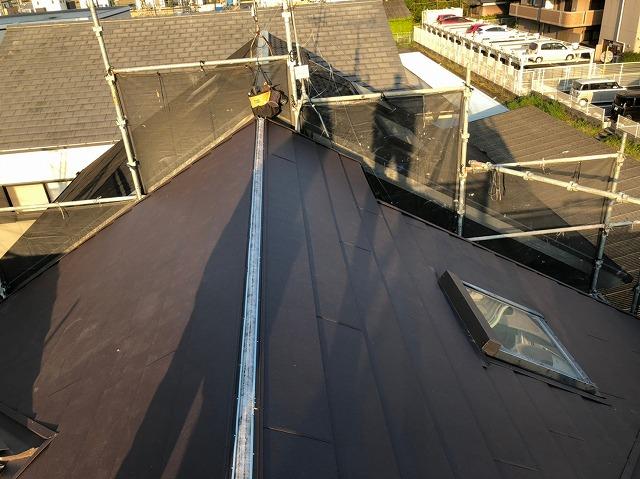 屋根のカバー工事の途中