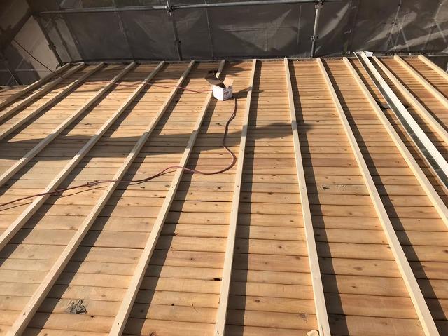 野地板を垂木で補強