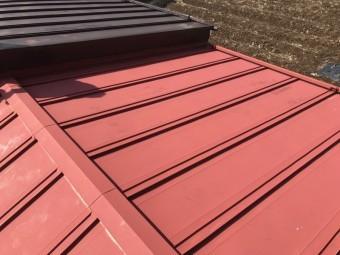 葺き替え前のトタン葺き屋根