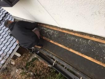 2階窓下の下屋根の瓦撤去
