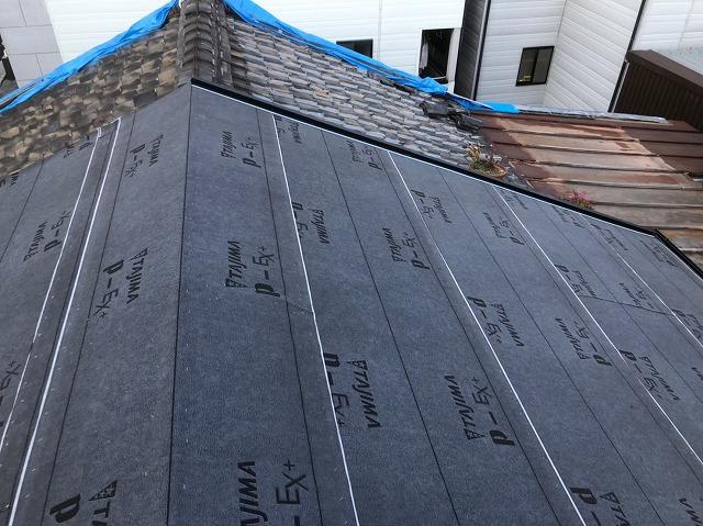 奈良市の屋根葺き替え工事でルーフィングを設置