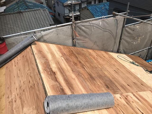 奈良市のカラーベスト屋根の野地板増し張り