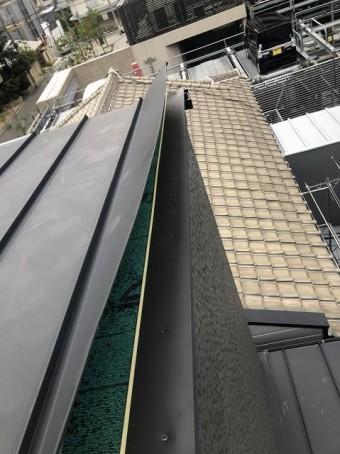 奈良市の台風被害の立平葺きの唐草設置
