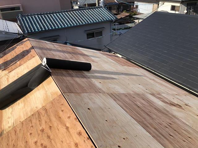 天理市の屋根葺き替え工事の野地板メンテナンス