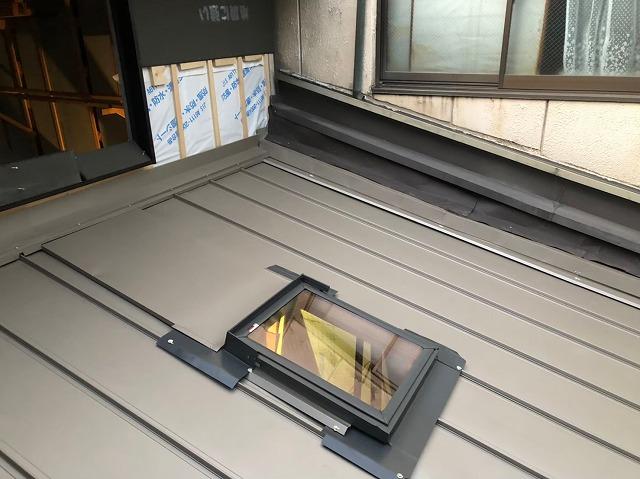 天窓と立平葺きで施工