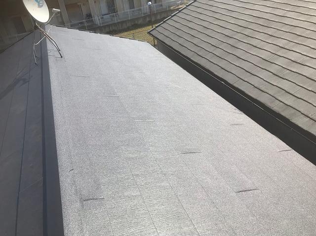 ちぢみ塗装を使用しているスーパーガルテクト屋根