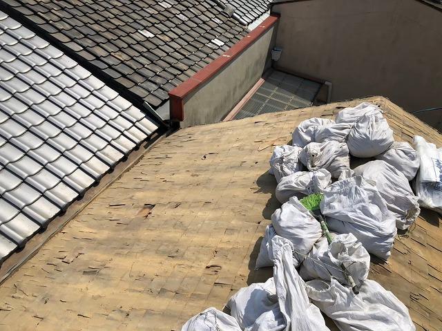 生駒市の葺き替え工事で下葺き材の杉皮