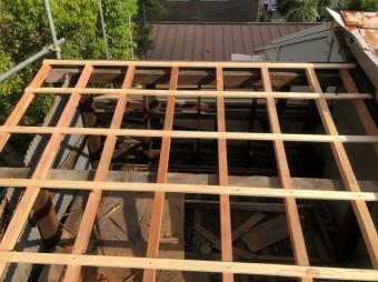 トタン屋根葺き替えで垂木の設置