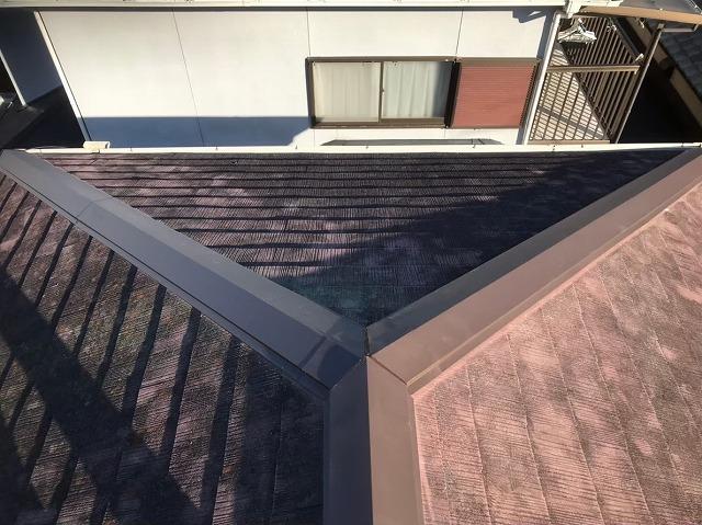 田原本町で新しい棟板金を設置したカラーベスト大屋根