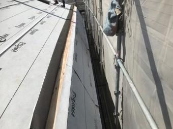 斑鳩町で急勾配屋根のルーフィング(防水紙)設置