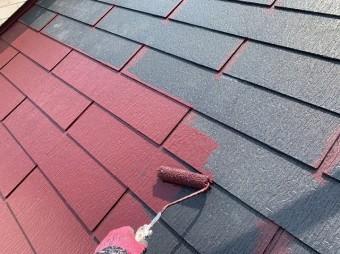 屋根を中塗り塗装
