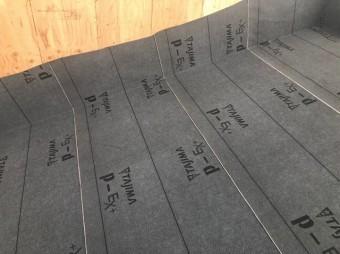 大和郡山市の新築分譲住宅の屋根工事防水紙張り