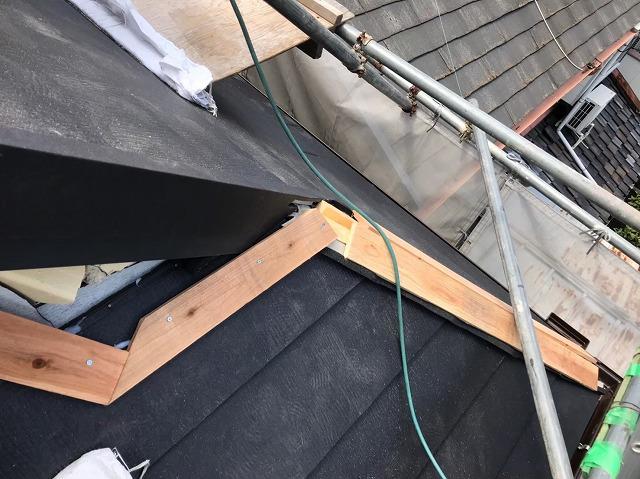 五條市の屋根に屋根材設置