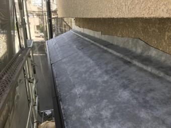 粘着ルーフィング設置の下屋根