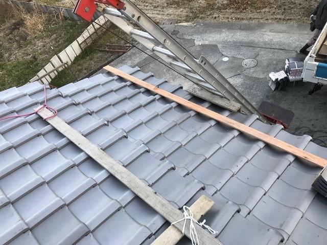 大和郡山市で屋根の平部にいぶし瓦を設置