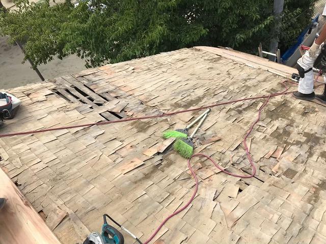 奈良市の瓦屋根のお住まいで葺き土を撤去した様子