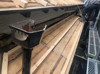 雨樋交換 庇に桟木を設置