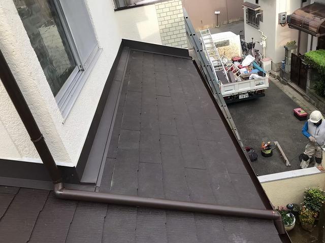 カラーベストを下屋根に施工