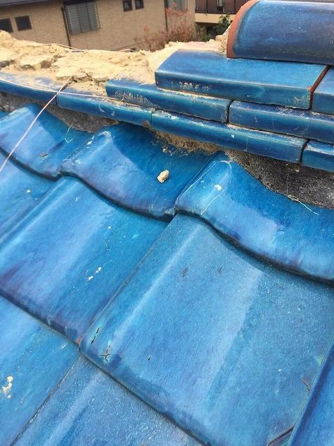 香芝市 青色釉薬瓦屋根 棟瓦取り直し工事中