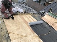 新しい野地板と防水紙