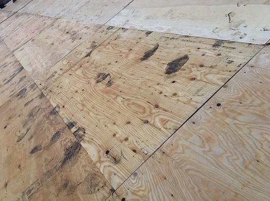 香芝市の和瓦屋根の野地板貼り