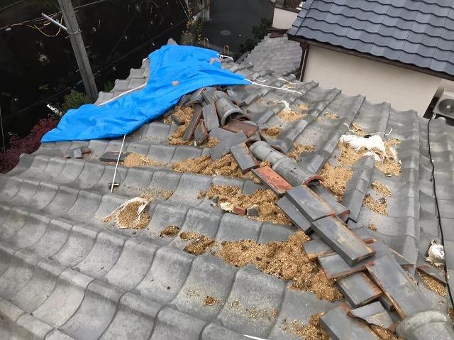 葛城市 雨漏りの瓦屋根 棟瓦撤去