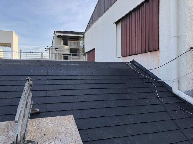 化粧スレート屋根設置の様子